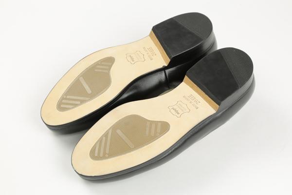 御寺院様向けの一枚革製にの外出用の靴になります。