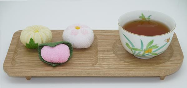 木製のお茶お菓子皿です。茶托と菓子皿がひとつなった大変便利なお皿です。