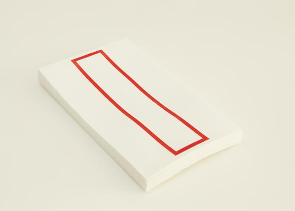 越前手漉和紙を使用した略可漏の赤色になります。
