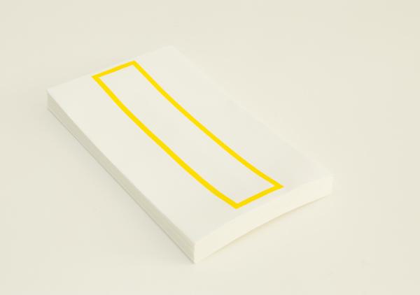 越前手漉和紙を使用した略可漏の黄色になります。
