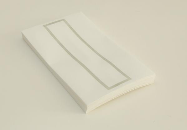 越前手漉和紙を使用した略可漏の鼠色になります。