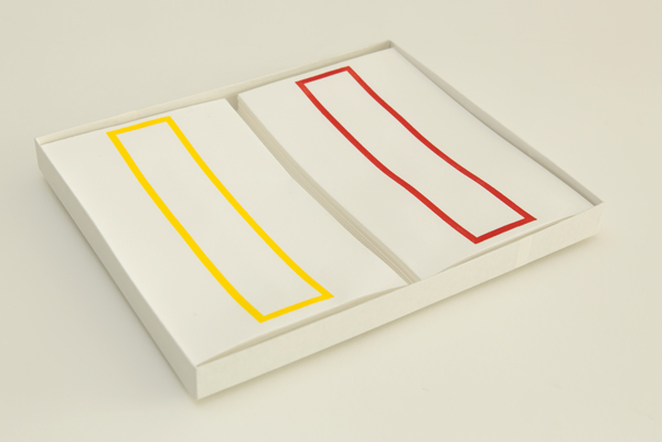 越前手漉和紙を使用した略可漏の赤・黄色セットになります。