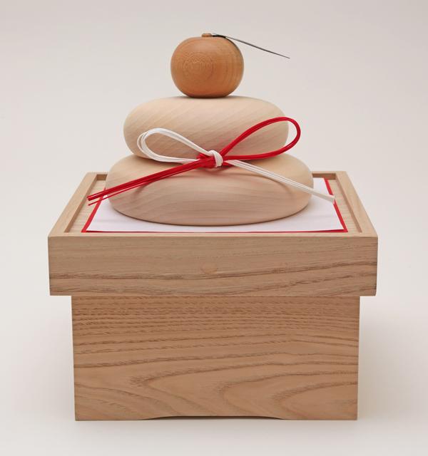 木製で作った鏡餅になります。お正月のお飾りにぜひお使い下さいませ。