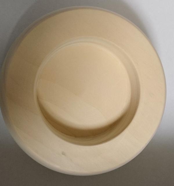木製で作った鏡餅の底部分になります。上、下のお餅共に底部分に穴が空いております。